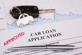 an-empty-car-loan-form-with-car-key-and-a-pen-picture-id917522110