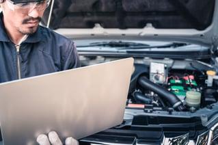 auto mechanic and computer