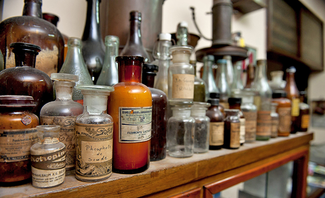 old fashioned pharmacy