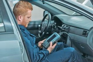 auto service tech OBD code reader